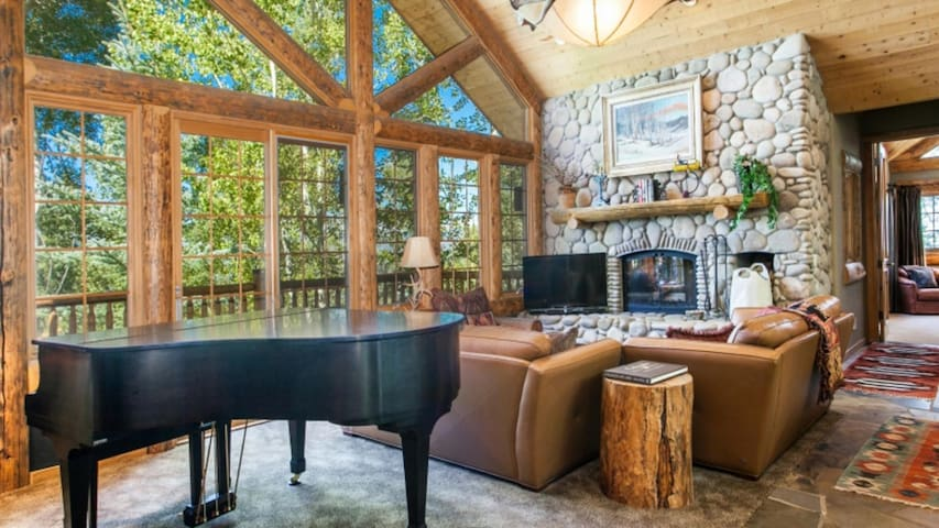 Quintessential Rocky Mountain Retreat with Private Hot Tub~