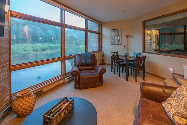 Enjoy Views & Prime Keystone Location