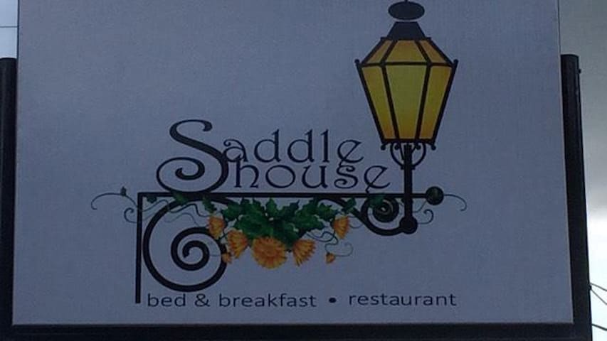 The Saddle House - Port of Spain - Bed & Breakfast
