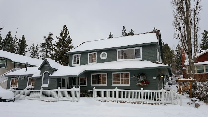 #2 Large 2 room Suite w/kitchenette - Big Bear Lake - Huoneisto