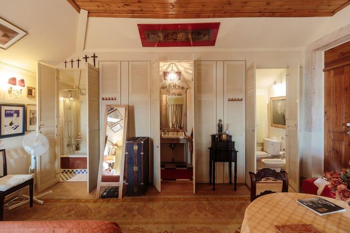 The Shepinetree House: Suite Olavo - Quarto 6