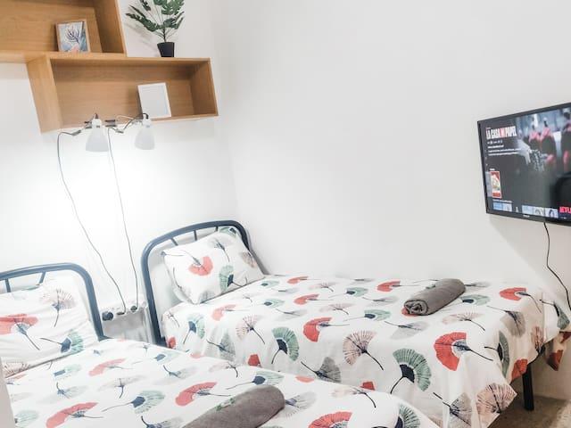 St Julians Room TV & NETFLIX, kitchen & backyard