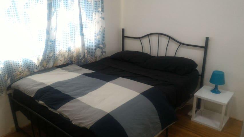 Double Bedroom in Great Position! - Rockdale - Leilighet