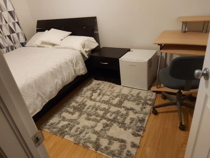 Nice and clean bedroom in a quiet townhouse