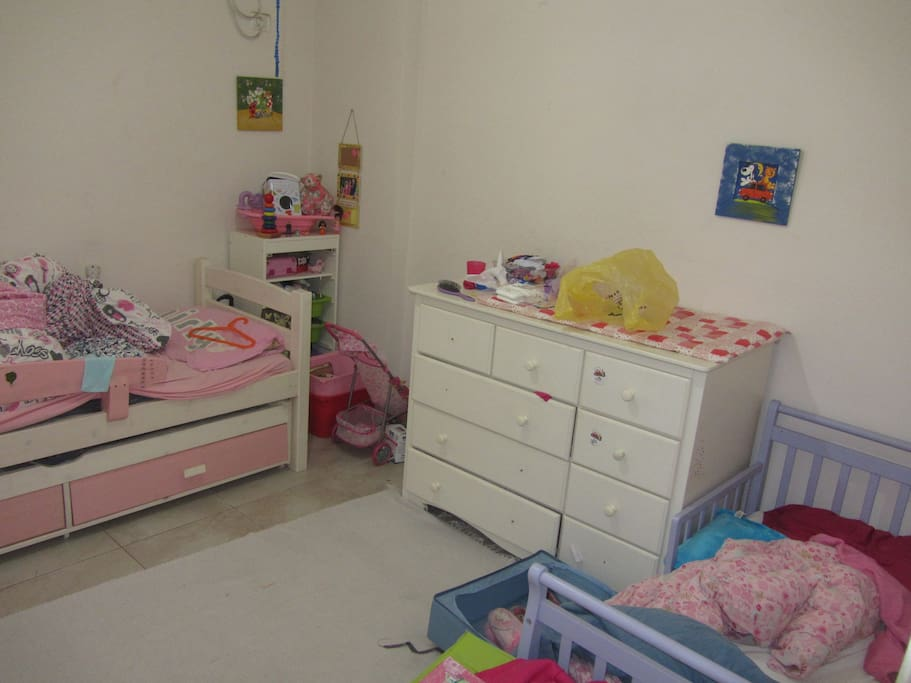 Children's room capable of hosting up to 3 children (including one infant bed)