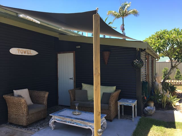 King's Cottage: Room by the Pier - Urangan - Huis
