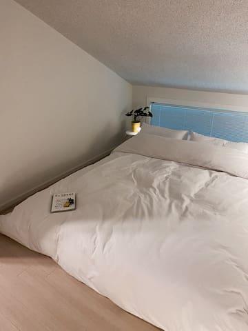 옥탑 침실