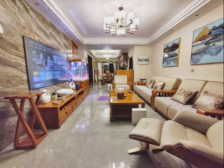 Rainの民宿 万达广场青年路赫山区政府步步高附近赫山二小后面新中式装修双人间 配超大4k电视