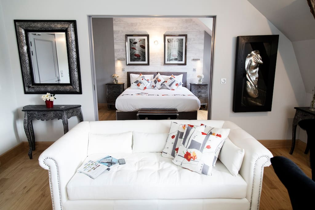 A typical one bedroom private guest suite
