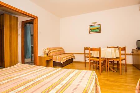 Apartments Pava / One bedroom A3 - Lokva Rogoznica - Apartamento