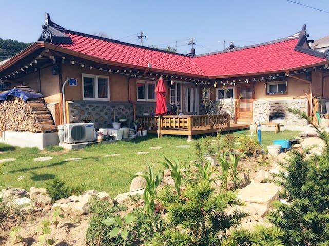 강화 고려궁지 근처 온돌방 황토한옥 - 인천광역시 - House