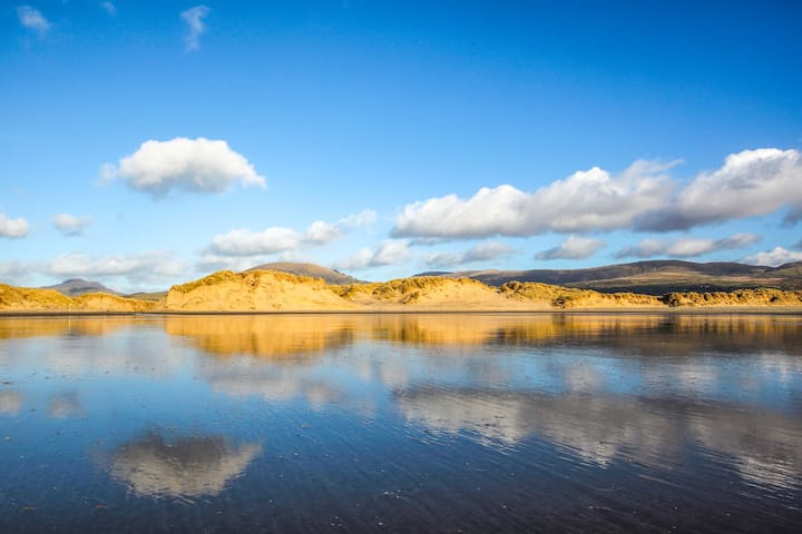Coastal Stay in Snowdonia National Park!