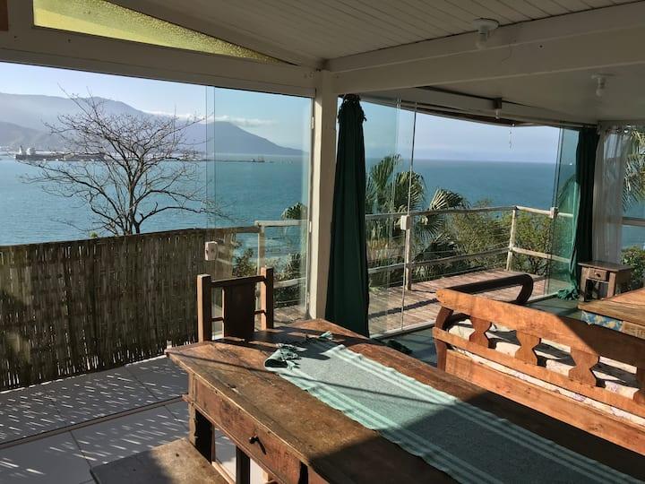 Studio frente ao mar, com acesso praia particular