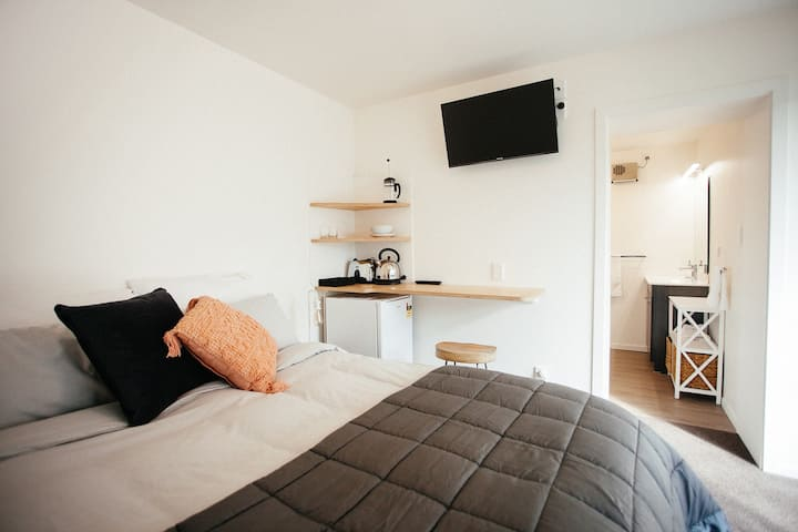 Avonhead Studio Just 5 minutes from the airport.