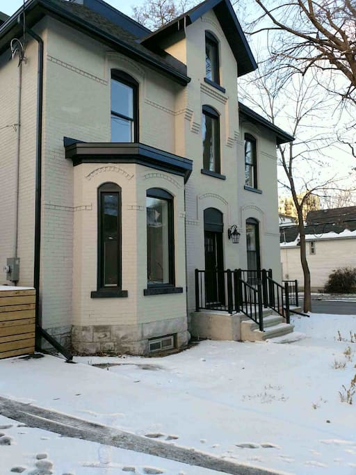 Downtown 2 Bedroom Victorian With Parking Apartments For Rent In Ottawa Ontario Canada