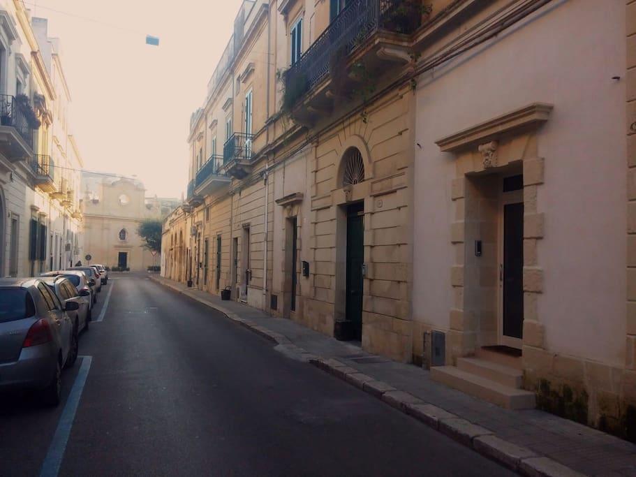 Via Ferrante Caracciolo, quartiere San Lazzaro