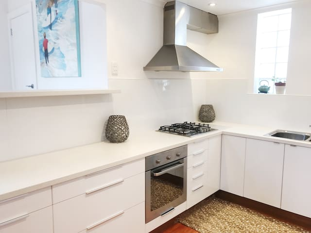 Quality, fully equipt kitchen.