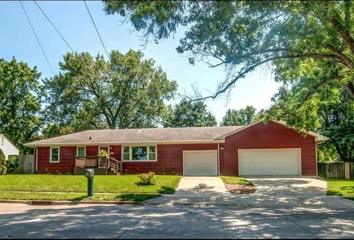 Spacious private room close to downtown - Des Moines - Casa