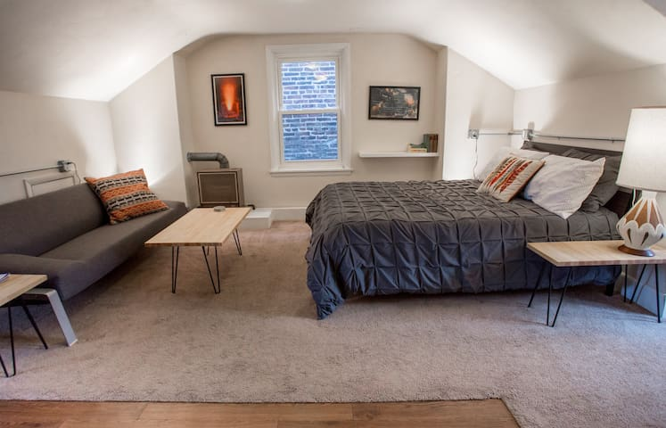 Cozy attic nest, perfect for a long stay - Pittsburgh - Apartament