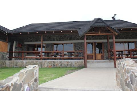 Oppi Berg Restaurant and Lodge