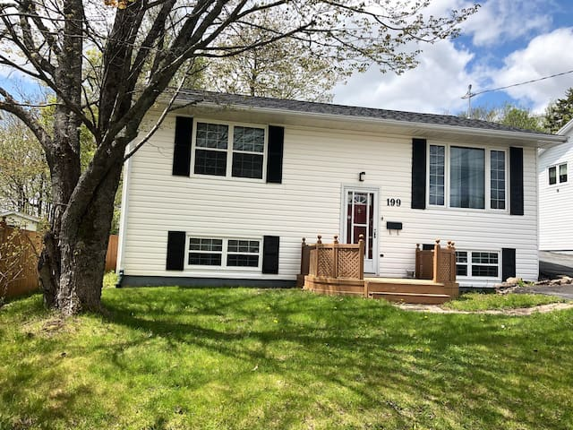 Spacious 3BR Home-Lower Sackville w/AC & PParking