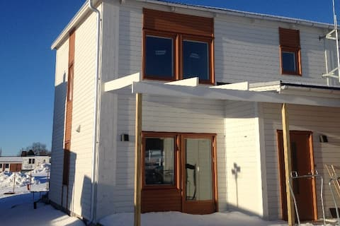 Quality semi-detached house near nature och city