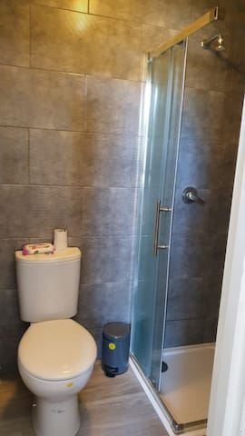 Modernised studio flat London Westfield O2