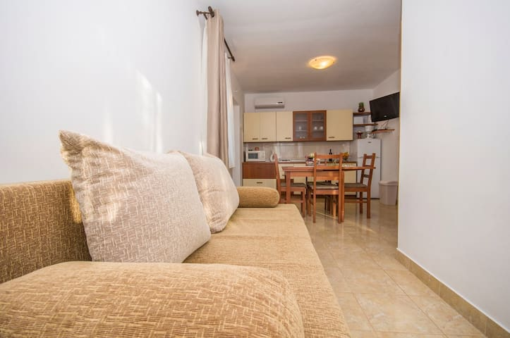 Apartments Rampini / One Bedroom Pool View - Svetvincenat - Flat
