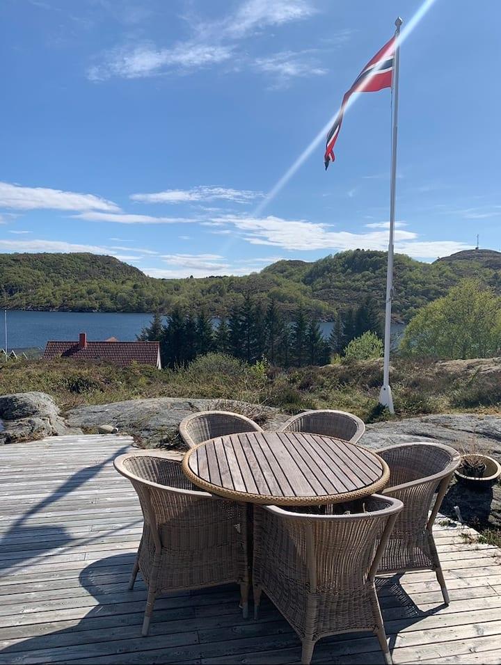 Stor hytte i Knarrlagsund