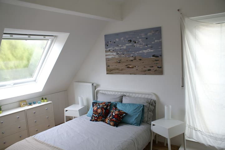 bright, quiet attic room - Aachen - House