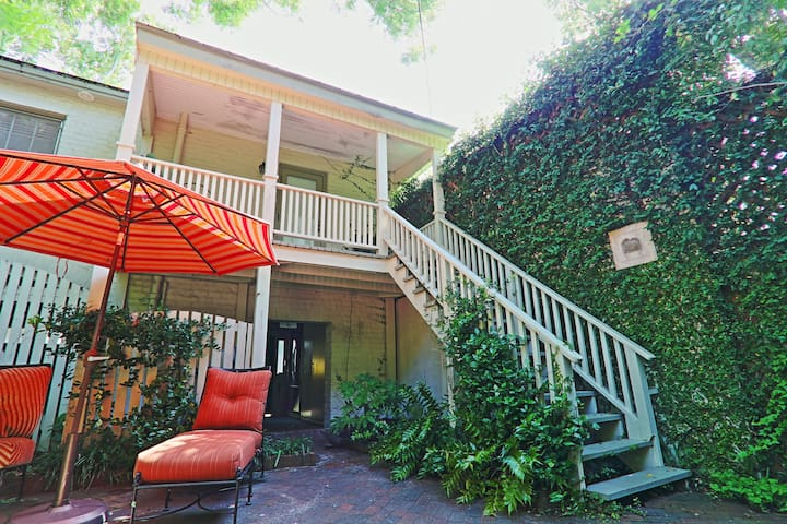 Cozy home in the historic area. Near Forsyth Park!