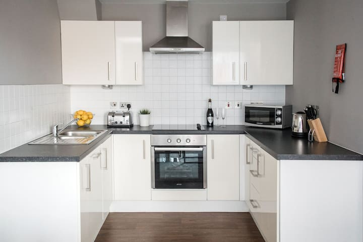 Modern 1 bed apartment, close to city centre