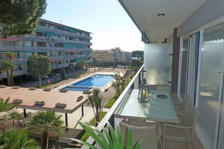 BEACH FRONT APARTMENT ONLY 35KM FROM BARCELONA! - Sant Andreu de Llavaneres - Apartamento