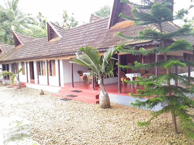 River view heritage home stay twin bed room - Kainakary - Hus
