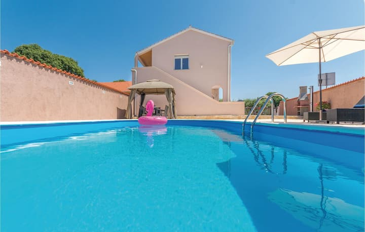 Amazing home in Policnik with Outdoor swimming pool and 3 Bedrooms
