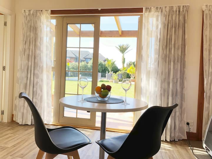 Private Luxury in Hutt City Centre & Massage Chair