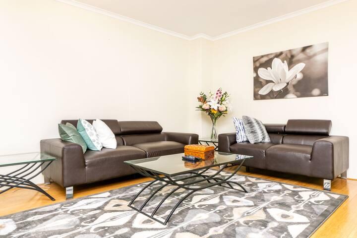 Convenient 2 Bedrooms Apartment In Macquarie Park