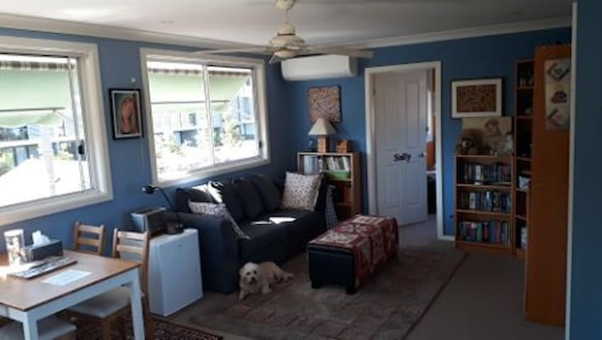 Sunny living area, 2 bedrooms and bathroom!