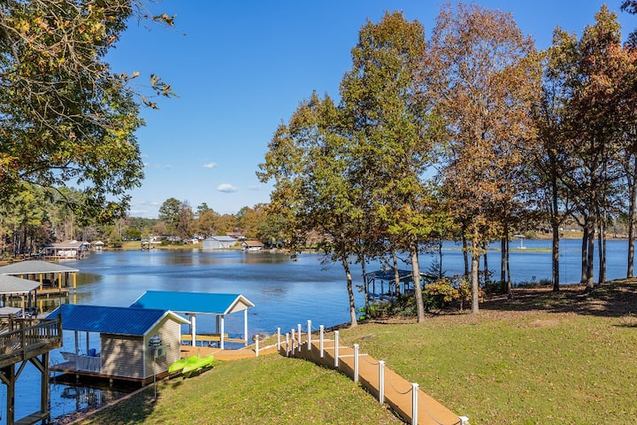 Pearl of the Lake | Newly Renovated, Sleeps 14, Boathouse with Outdoor Shower!