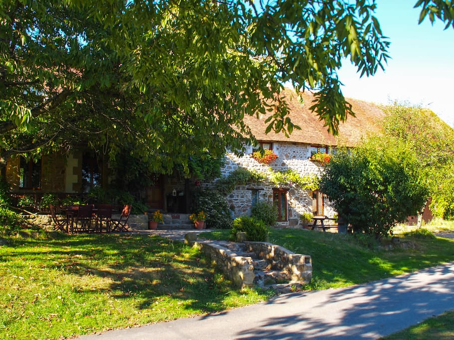 De authentieke Bourbonnaise boerderij uit 1800.