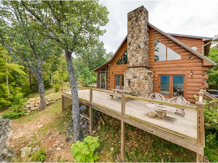 Hunters' Lodge, Pet Friendly, Lookout Mountain Log Cabin With A View
