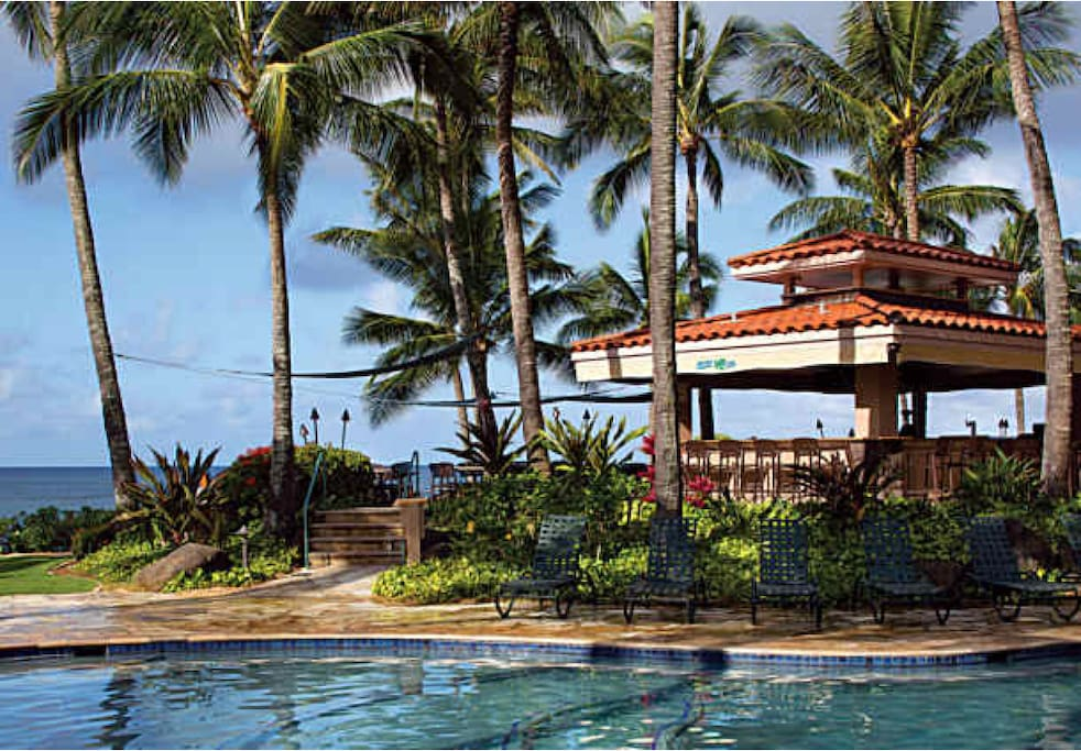 Pool-side bar&grill with ocean view