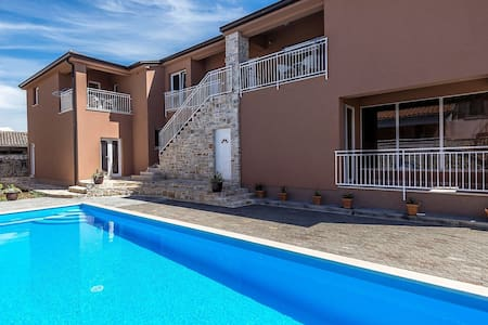 Modern apartment Noa I in Villa Valtrazza with shared Pool on the First floor