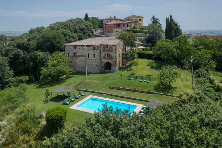 FARMHOUSE APART OCA NEAR SIENA AIR COND POOL WIFI