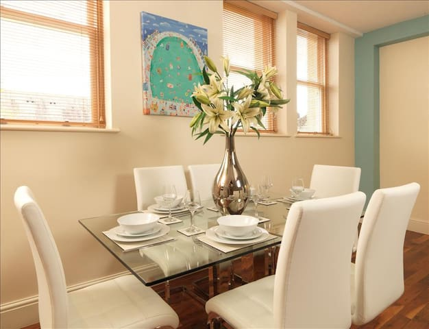 Courtyard Mews is a Luxury Duplex Apartment in Leeds. - Leeds, Yorkshire - Lejlighed