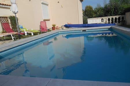 belle villa avec pisciNE - Coulobres - Villa