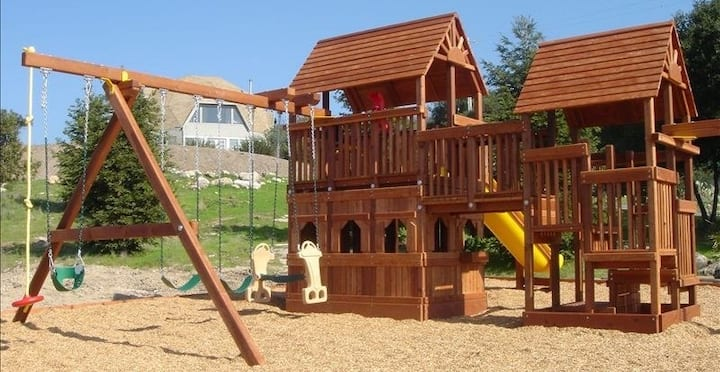 Kid Friendly 10 Acres w/360° Views +Nursery w/Crib