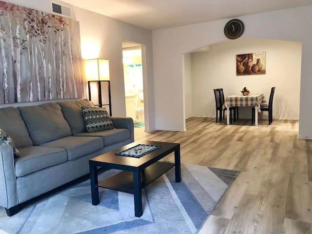 Irvine特价招租woodbridge靠北湖2房2卫标准公寓近UCI和IV