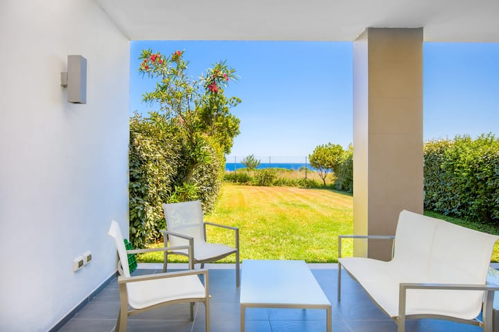 Sunny Holiday Apartment 5 in Villa Marconi with Sea View, Covered Terrace & Large Garden; Parking Available