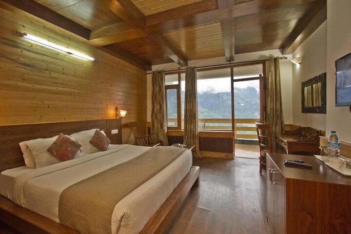 Beautiful Manali Mountaintop Resort #HPMNLSM002